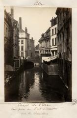 Ancien canal de la Baignerie - English: Lille: Canal de l'Arc, vue prise du pont d'Amour, rue des Bouchersdate: fin XIX siècle [1850/1899]dimensions: 12,5 x 17,5 cm.