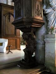 Eglise de Villers-Cotterêts -  Villers-Cotterêts (Aisne, France) -   La base de la chaire de l'église Saint-Nicolas représente Saint Pierre en atlante.  .    .