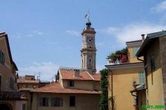 Ancien couvent Saint-François -  Une vue sur la tour-beffroi et les toits.    Parfois, le drapeau du comté de Nice n'y flotte pas; on doit le remplacer!
