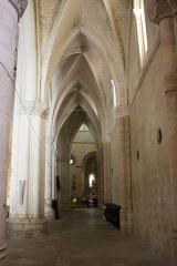 Ancienne abbaye Saint-Jean - English:   South aisle.