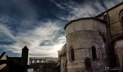 Ancienne abbaye Saint-Jean - Français:   Une partie de l\'église de sorde l\'abbaye sur votre droite et en fond l\'abbaye.