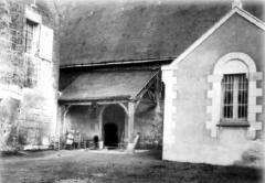 Eglise paroissiale Saint-Pierre - sacristie, et porche-portail.