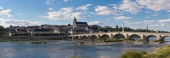 Basilique Notre-Dame de la Trinité - English: A 28 segment (2 x 14) panoramic view of Blois as viewed from the south-east on the far side of the Loire River.