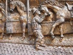 Ancien relais de poste - Français:   Détail Gravure sur Bois Relais de Poste à chevaux de Launois Ardennes France