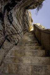 Escalier du roi d'Aragon - Čeština:   Schodiste v Bonifacio vedou k zasobarne s pitnou vodou. Vyskove prekonava 65m.