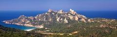 Tour de Roccapina - Français:   Sartène (Corse) - Panorama de Roccapina (Cala di Roccapina, la tour génoise et le Lion de Roccapina) depuis Bocca di Roccapina sur la RN 196