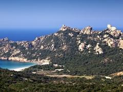 Tour de Roccapina - Français:   Sartène (Corse) - Roccapina: plage de la Cala, la tour génoise et le Lion.