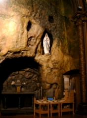 Eglise du Gésu - English: Church of Gesu, Toulouse (France). Reconstitution of the Cave of Lourdes