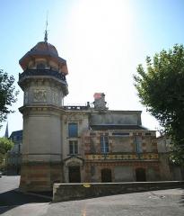 Ancien château de Val-Seille, aujourd'hui mairie -  the village of Courthézon, Vaucluse, France