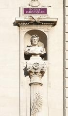 Palais des Arts -  Palais des Arts à Marseille, statue de Périclès sur la façade principale.