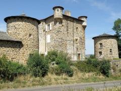 Château de Mercuret - Français:   Retournac, dép. de la Haute-Loire, France (Auvergne). Castel de Mercuret, dans le sud de la commune. Corps de logis au centre, chapelle à gauche.