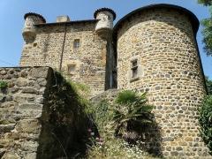 Château de Mercuret - Français:   Retournac, dép. de la Haute-Loire, France (Auvergne). Castel de Mercuret, dans le sud de la commune. façade orientale.