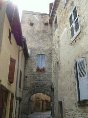 Enceinte médiévale - Français:   Billom - Porte des Boucheries, côté extérieur