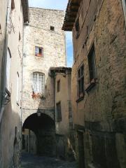 Enceinte médiévale - Français:   Billom - Rue des Boucheries et porte des Boucheries