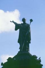 Fontaine d'Urbain II - Deutsch: Kreuzfahrer-Denkmal: Papst Urban II. 1095