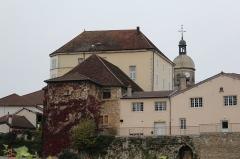 Eglise - Français:   Hôtel du Commerce, Saint-Amour, Jura.