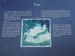 Château - Français:   Panneau explicatif sur la tour du château de Rougemont.