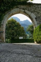 Château - Français:   Château et ses dépendances