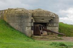 Batterie d'artillerie de Longues - English:   A bunker with gun at batterie Longues-sur-Mer (German Atlantic wall), Calvados, Normandy, France