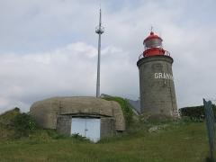 Batterie d'artillerie du Roc - English: Blockhaus of Roc cape and lighthouse of Granville (Manche, France).
