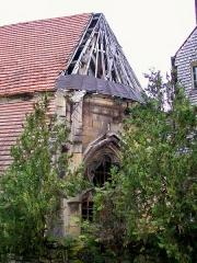 Couvent des Carmes - Français:   Chœur de l\'ancienne chapelle du couvent des Carmes. L\'inscription comme monument historique n\'empêche pas la toiture de tomber en ruines.