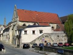 Couvent des Carmes - Français:   L\'église de l\'ancien couvent des Carmes depuis l\'emplacement de la porte de Paris disparue, en bas de la rue Vieille de Paris. L\'état préoccupant du toit est bien visible.