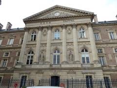 Palais de Justice - Français:   Palais de justice d\'Amiens: façade est, corps central (cour d\'appel)