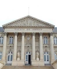 Palais de Justice - Français:   Palais de justice d\'Amiens: façace ouest, porche central