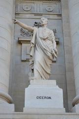 Palais de Justice - Français:   Amiens, parvis du palais de justice, statue de Cicéron par Justin-Chrysostome Sanson