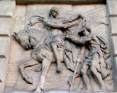 Palais de Justice - Français:   Amiens, parvis du palais de justice, bas-relief de La Charité de saint Martin par Justin-Chrysostome Sanson