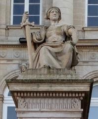 Palais de Justice - Français:   Amiens, parvis du palais de justice, La Force par Justin-Chrysostome Sanson