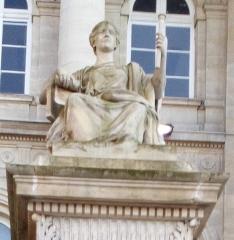 Palais de Justice - Français:   Amiens, parvis du palais de justice, Le Droit par Justin-Chrysostome Sanson