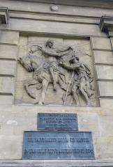 Palais de Justice - Français:   Représentation de saint Martin partageant son manteau avec un mendiant à Amiens en 334 visible sur le palais de justice de ladite ville.