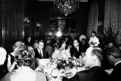 Hôtel Plaza-Athénée - English: Fashion journalist Marie-Jacques Perrier at a dinner in honor of the designer Charles Jourdan. Plaza Athénée hotel in Paris.
