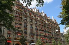 Hôtel Plaza-Athénée -  Hôtel Plaza Athénée, Avenue Montaigne, Paris, France