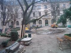 Ecole normale supérieure - Français:   Travaux de réfection du bassin aux Ernests à l\'École normale supérieure de Paris (Ulm) en janvier 2007. La fragilisation du sous-sol avait incliné le bassin et présentait un danger pour le bâtiment.