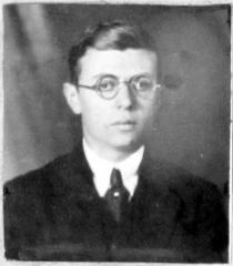 Ecole normale supérieure -  Jean-Paul Sartre, photo d'identité auteur inconnu. Trombinoscope 1924 de l'École normale supérieure (rue d'Ulm, Paris, 5è arrond.) - Fonds photographiques, PHO D/2/1924/1.