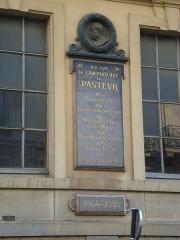 Ecole normale supérieure - Français:   Plaque sur la façade du laboratoire de Louis Pasteur à l\'école normale supérieure de Paris, rue d\'Ulm à Paris