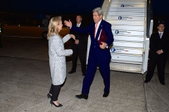 Aérogare du Bourget -  U.S. Ambassador to France Jane Hartley greets U.S. Secretary of State John Kerry as he arrives at LeBourget Airport in Paris, France, on May 7, 2015, to attend a 70th anniversary VE Day commemoration, as well as a meeting of the Gulf Cooperation Council. [State Department photo/ Public Domain]