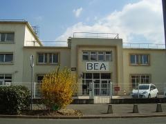 Aérogare du Bourget - English: Building 153, the head office of the Bureau d'Enquêtes et d'Analyses pour la Sécurité de l'Aviation Civile - 200 rue de Paris Zone sud Aéroport du Bourget 93352 Le Bourget cedex