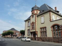 Théatre municipal - This building is indexed in the Base Mérimée, a database of architectural heritage maintained by the French Ministry of Culture, under the reference IA00061918 .