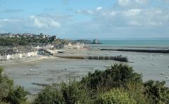 Jetée dite Cale de l'Epi - English: View of the port of Cancale.