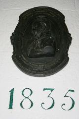 Grand phare de Belle-Ile, dit également phare de Goulphar -  Potel au Phare de Goulphar Texte de la plaque: Alexandre J.P. Potel, Ingénieur en cef des Ponts & Chaussées Officier de la Légion d'honneur. Ingénieur du phare de Belle Ile. Né à Paris le 11 janvier 1784. Décédé à La Rochelle le 17 avril 1866.