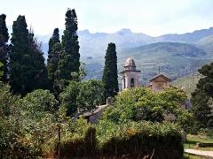 Chapelle de la Confrérie de la Sainte-Croix - Corsu: Brandu, Cap Corse (Corsica) - Campanile attenente à la chjesa Santa Maria Assunta, embleme episcupale di so frontone, è a Casazza Santa Croce in piazza Parocchia, Castello