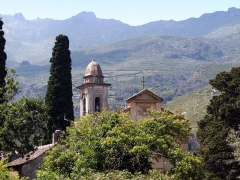 Chapelle de la Confrérie de la Sainte-Croix - Corsu: Brandu, Cap Corse (Corsica) - Chjesa Santa Maria Assunta cù embleme episcupale di so frontone, è a Casazza Santa Croce in piazza Parocchia, Castello