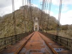 Viaduc des Rochers Noirs (également sur commune de Soursac) - Viaduc des Rochers Noirs, le pylône de Lapleau vu du coté Soursac