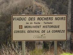 Viaduc des Rochers Noirs (également sur commune de Soursac) - Viaduc des Rochers Noirs, panneau