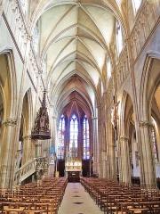 Eglise Saint-Amé - Français:   Nef de l\'église de Plombières-les-Bains. Vosges.