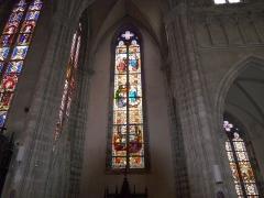 Eglise Saint-Amé - Français:   Le vitral sur le bas-côté gauche, Église Saint-Amé, Plombières-les-Bains (Vosges, Lorraine, France)