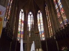 Eglise Saint-Amé - Français:   Les vitraux de l\'abside, Église Saint-Amé, Plombières-les-Bains (Vosges, Lorraine, France)